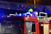 Fahrzeug beginnt während der Fahrt zu brennen / AT Eugendorf