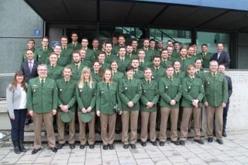 48 neue Polizistinnen und Polizisten  / DE Rosenheim