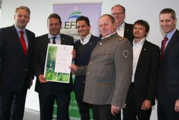 Ritterschlag für Umweltschutz Höpperger: Minister Rupprechter überreicht wertvolles Zertifikat / AT Innsbruck