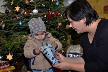 12.2018 RO: Deutscher Weihnachtsmann & Helfer im rumänischen Kinderheim