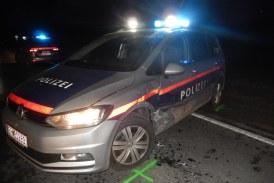 24.01.2019 AT Bruck an der Leitha: Polizeifahrzeug gerammt